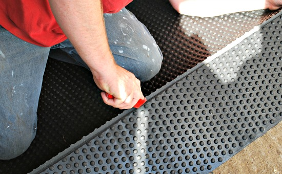 Rubber Matting Cut Groove (www.Basic-Horse-Care.com)