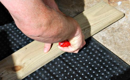Rubber Matting Wood Cut (www.Basic-Horse-Care.com)