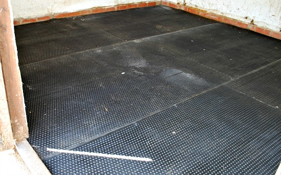 Rubber Matting finished (www.Basic-Horse-Care.com)